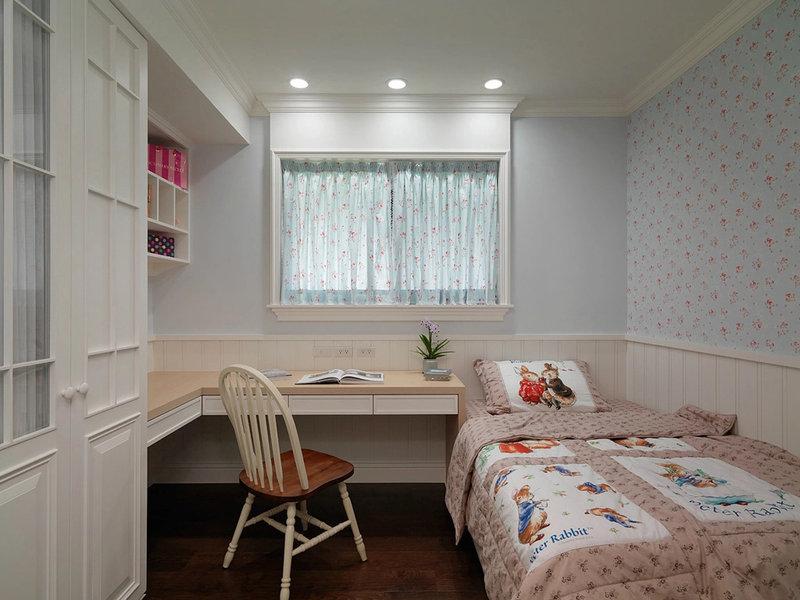 装修案例 三房两厅 165平 美式乡村  小女孩的小房间,碎花的床单,营造图片