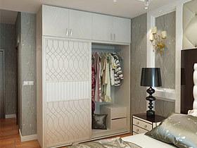 纯白色的卧室移门衣柜唱主角