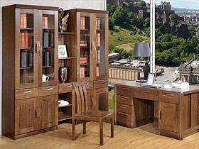 原木色的書房空間必然能帶來陣陣書香