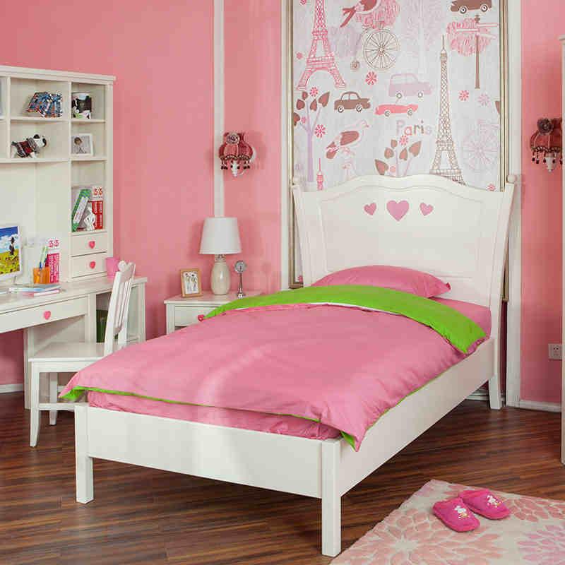 可爱的女孩床粉红是思念的颜色