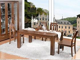 中式实木餐桌素雅的色调