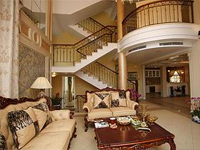 魅力客廳中的家具散發著原始的力量