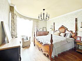 平凡中精致的设计点缀整个卧室