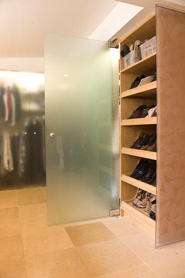 深色实木鞋柜设计