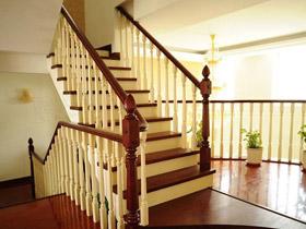舒適溫馨而隨意 15個美式樓梯欣賞