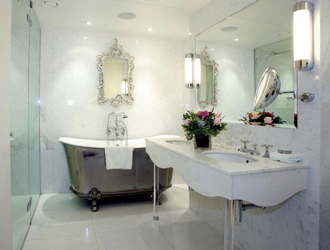 简洁白色洗手台图片