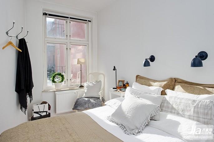 80平小户型温馨卧室装修效果图大全2012图片装修图片