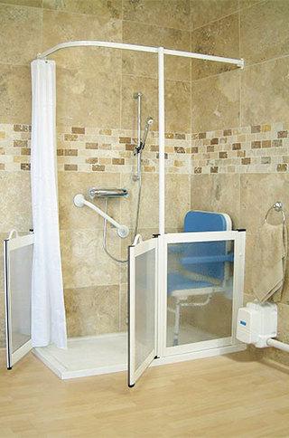 现代简约风格卫生间淋浴房安装图
