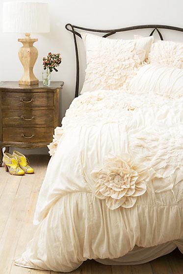 欧式风格舒适卧室地板效果图