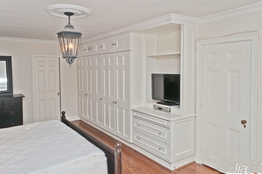 实用又美观的入墙式衣柜门颜色搭配图片