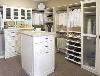 白色步入式衣柜效果图