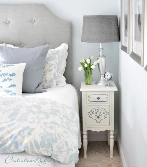 白色小床头柜图片