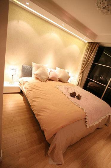 暖色调卧室设计效果图