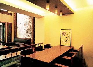 黄色餐厅背景墙图片