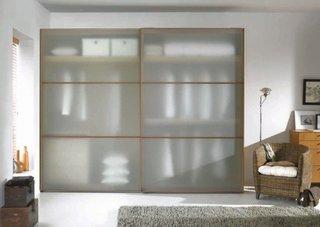半透明玻璃门衣柜设计