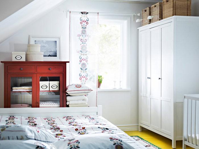 蓝色花纹壁纸卧室背景墙设计