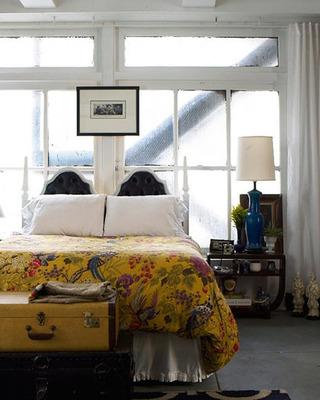 床头靠窗卧室效果图