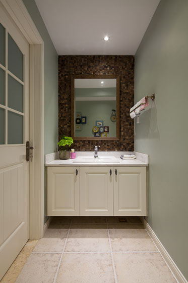 美式浅绿色白色卫生间效果图