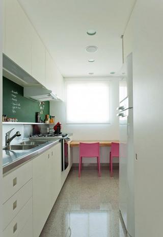 白色清新厨房效果图