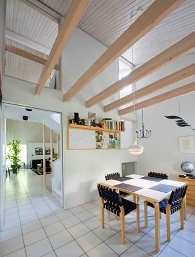 简洁北欧风餐厅 生态木吊顶设计_装修百科