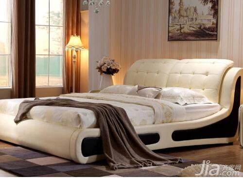 实木板材,床头靠包面为头层牛皮,其他部位为超能环保皮,床内部