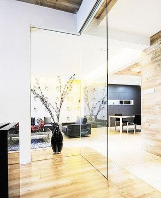 客厅玻璃隔断墙效果图