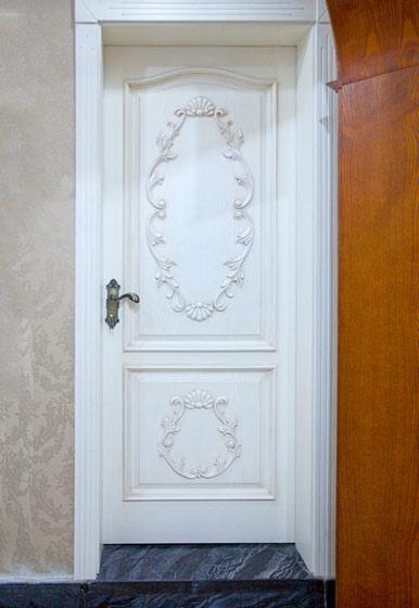 白色优雅欧式木门效果图