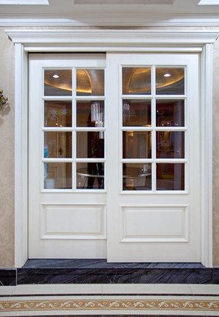 白色实木+玻璃欧式木门效果图