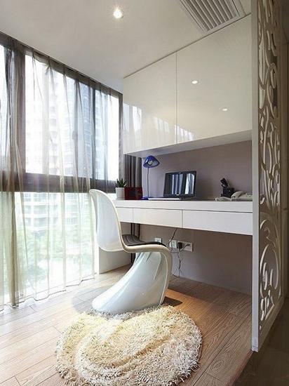 白色简约阳台书房设计