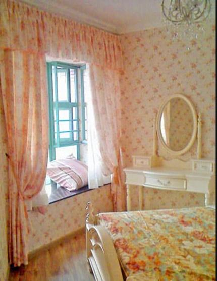 粉色飘窗窗帘效果图