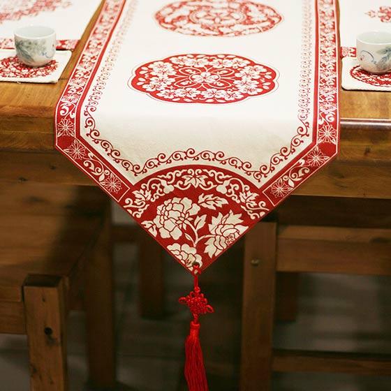 红色中式风格桌布