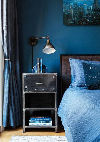 深蓝色卧室空间