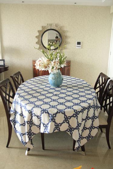 圆形桌布餐厅效果图