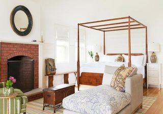 实木床架打造复古卧室