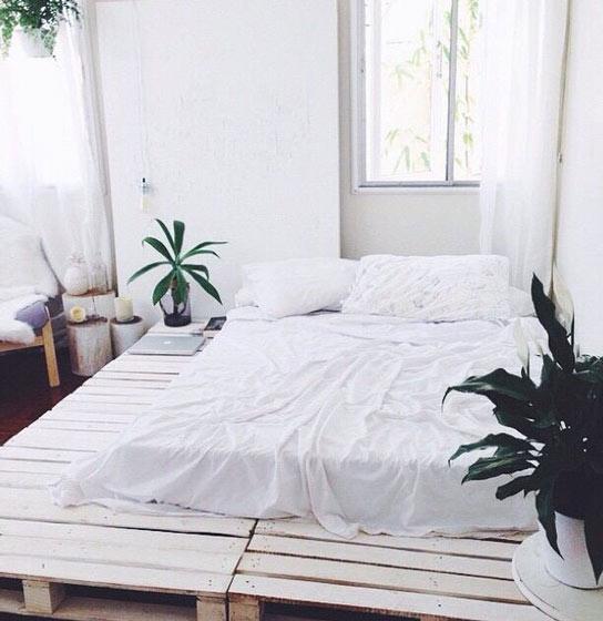 简洁卧室垫仓板