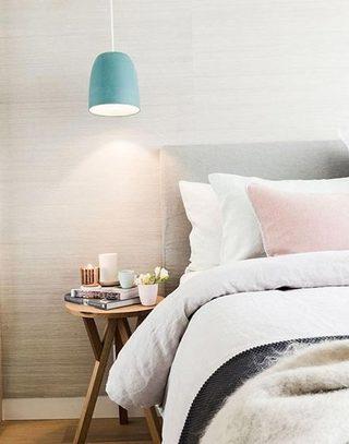 可爱清新卧室床头设计