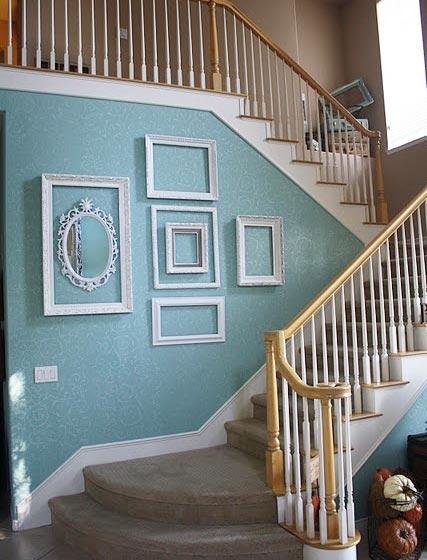 空相框完美装饰楼梯墙面