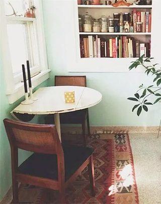 窗边折叠小餐桌