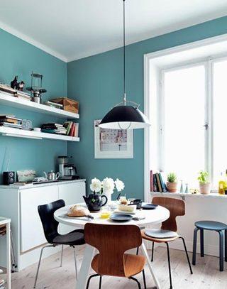厨房中的小餐桌