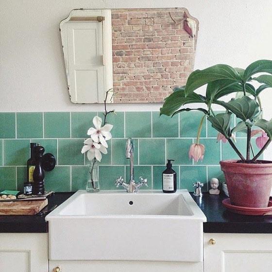绿色瓷砖卫生间