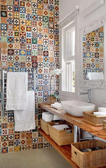 花色瓷砖卫生间