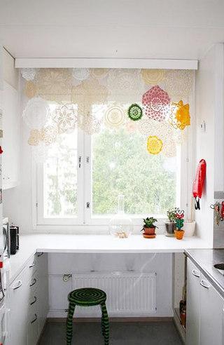 彩色蕾丝窗帘图片
