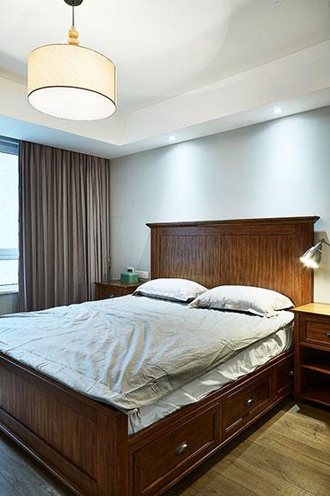 休闲美式卧室 实木床效果图