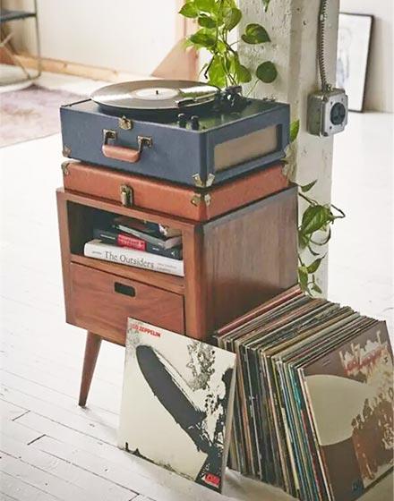 暖棕色收纳柜设计