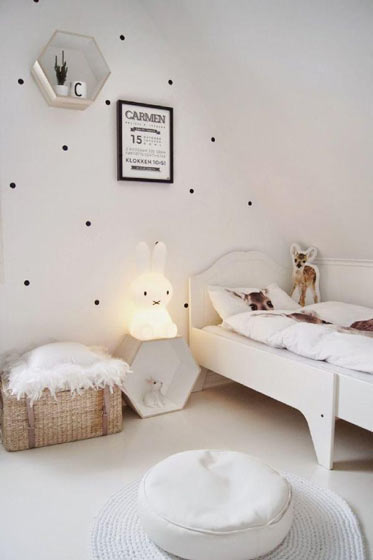 白色简洁阁楼儿童房