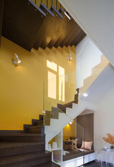 色彩斑斓成块楼梯设计