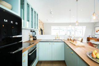 淡蓝色清新厨房设计