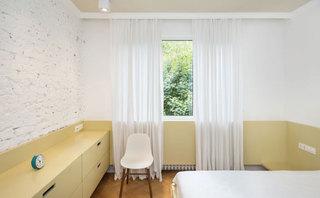 白色原木色卧室效果图