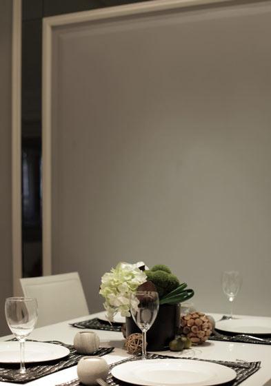 黑白精致餐桌效果图