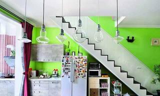 创意工业风跃层楼梯间厨房设计